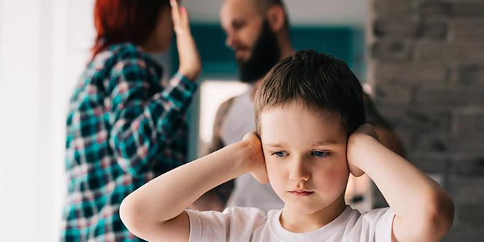 تاثیر روابط پدر و مادر در روابط عاطفی کودک